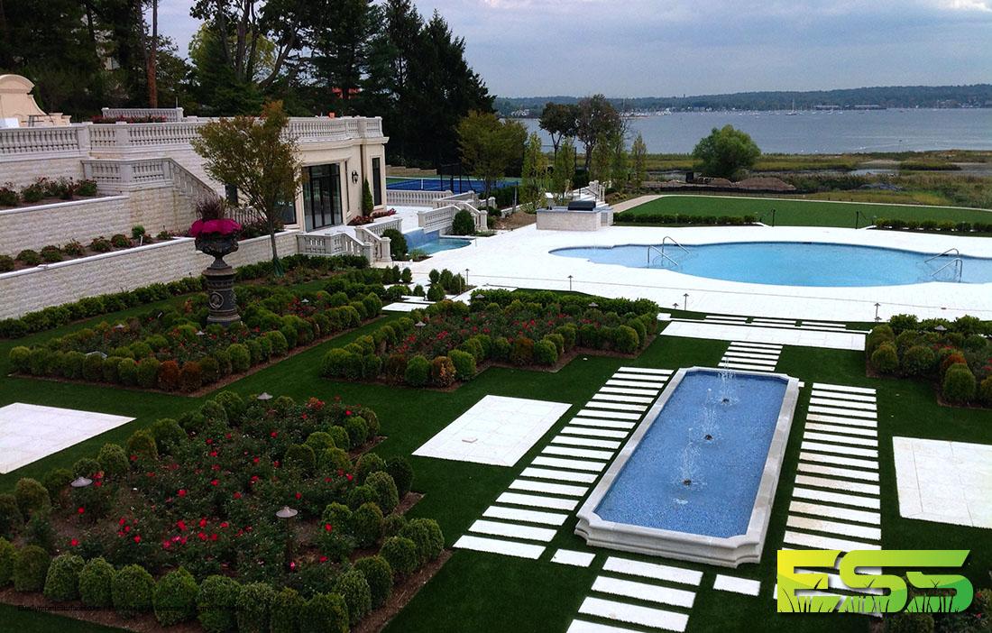 outdoor-pool-residential-synthetic-turf-4.jpg